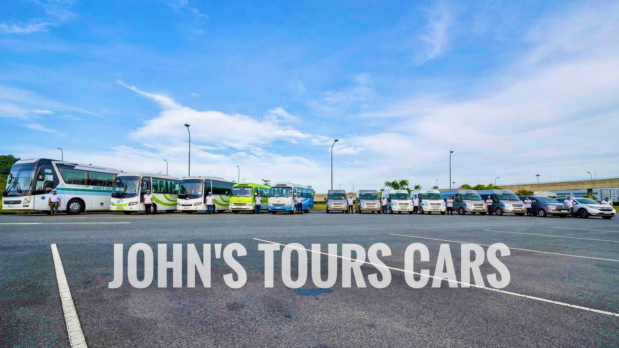 Hình 1 - Đội xe công ty John's Tours