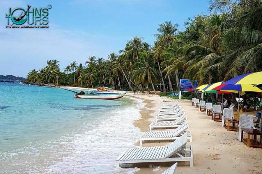 Nằm thư giản trên bãi biển tại một hòn đảo tách biệt cũng là một trải nghiệm tuyệt vời