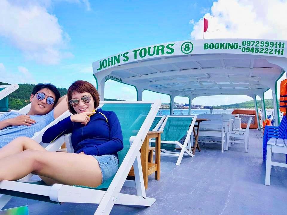 Dịch vụ thuê tàu riêng John's Tours