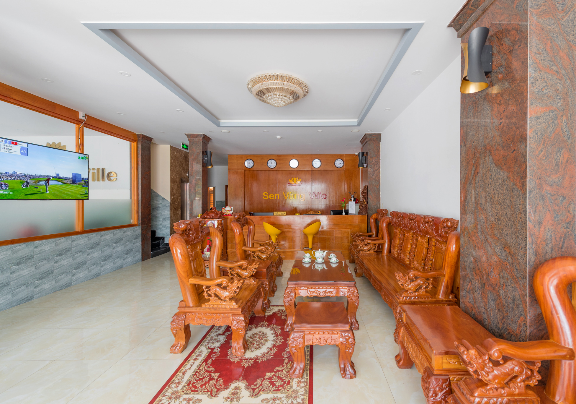 https://phuquoctrip.com/files/hotel/Sen Vang/Sảnh Lễ Tân (1).jpg