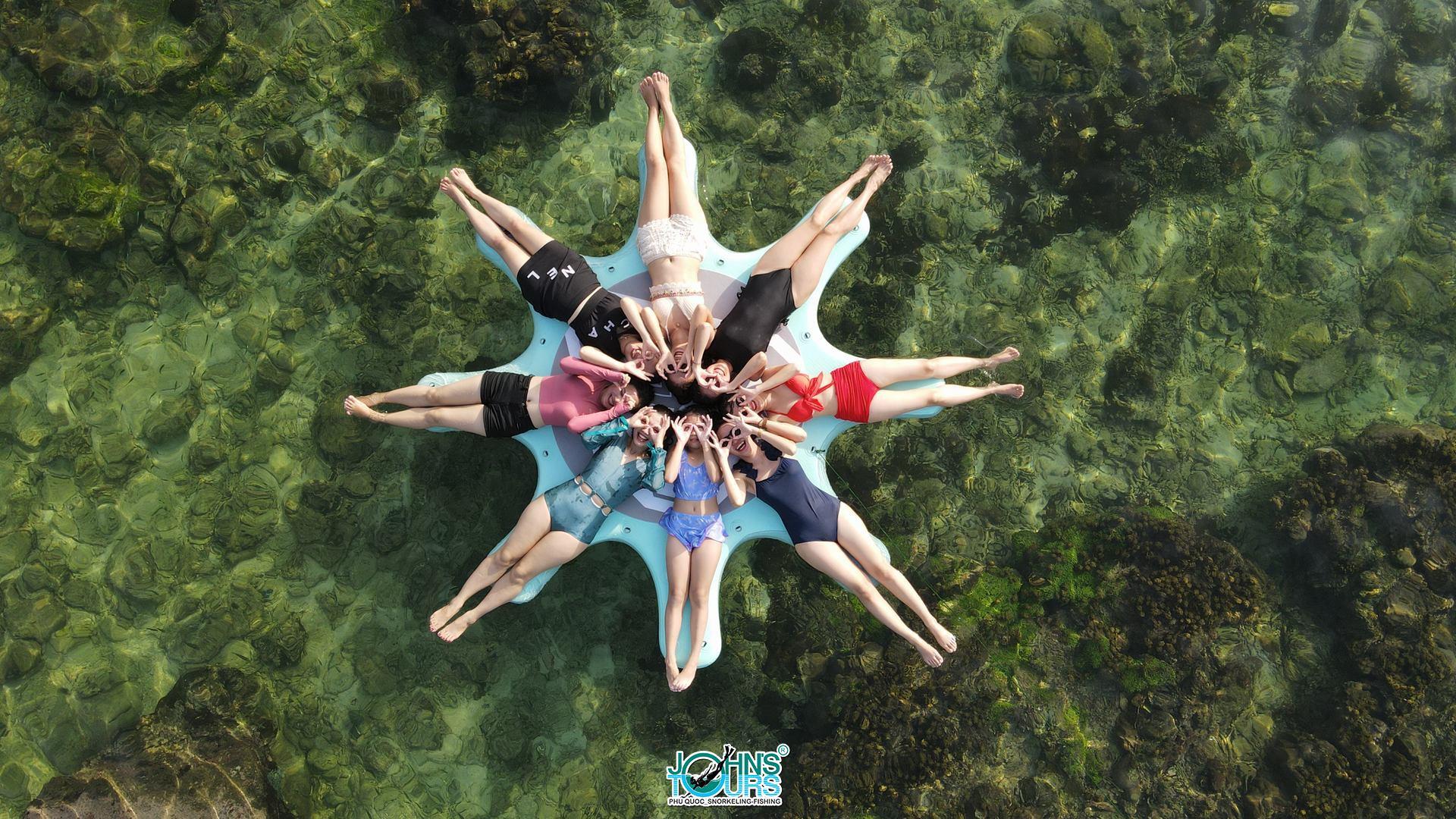Ngôi sao 8 cánh thích hợp các bức ảnh gia đình hoặc nhóm bạn