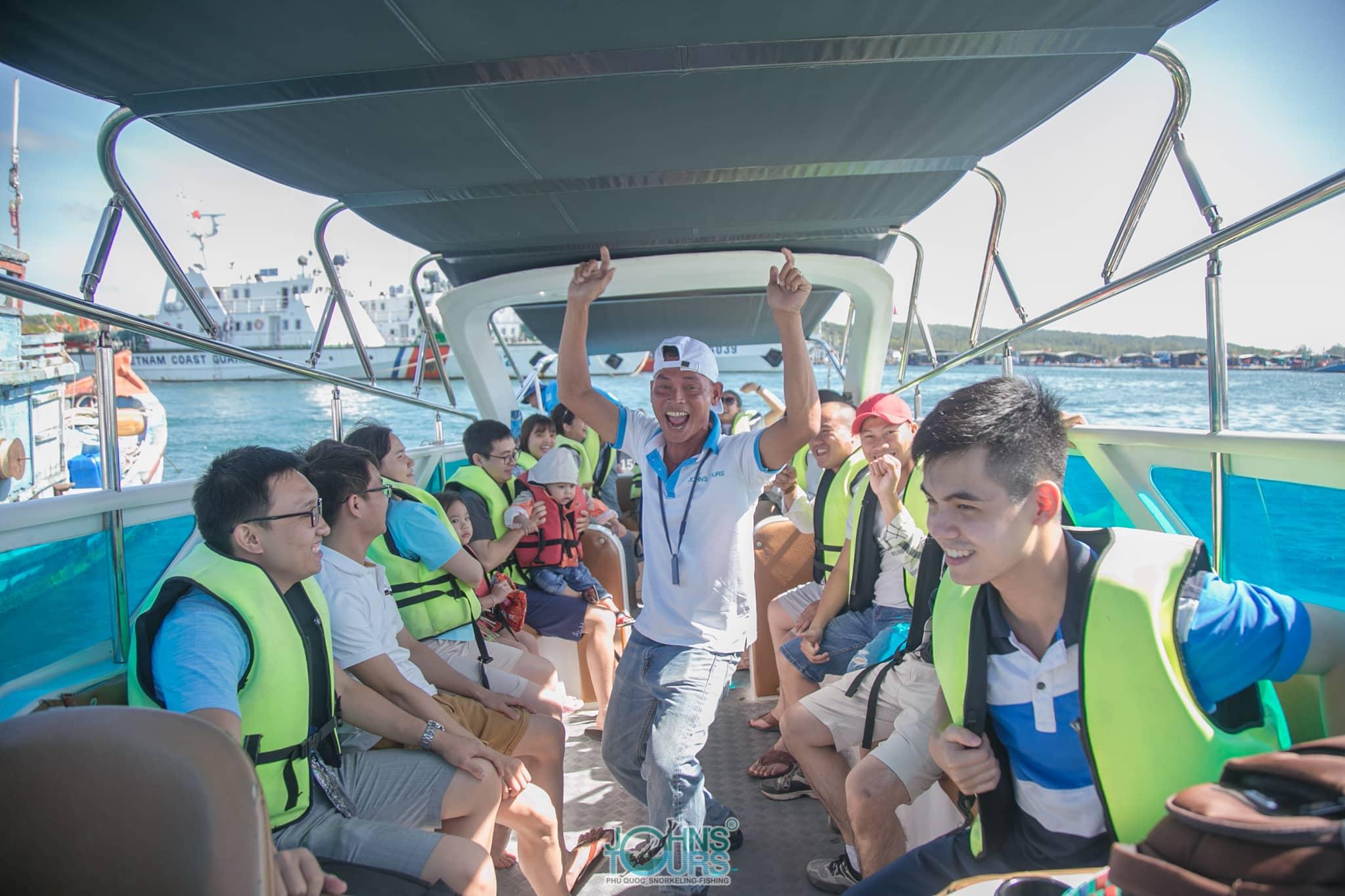 Ra khơi cùng John's Tours Phú Quốc