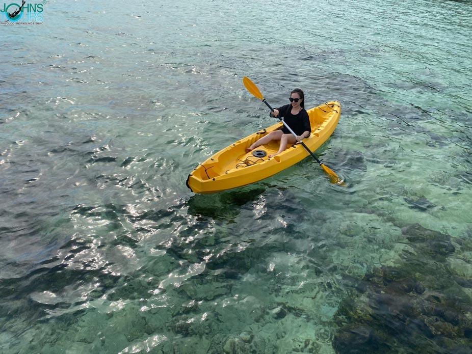 Chèo thuyền tại hòn Mây Rút
