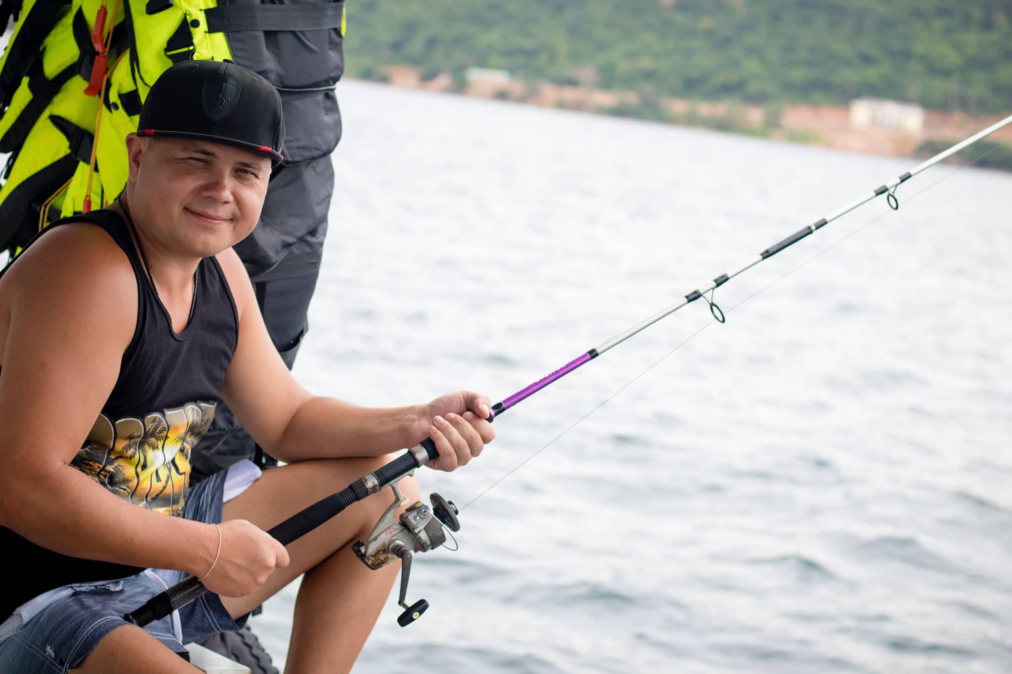 Option 4: Câu cá lớn